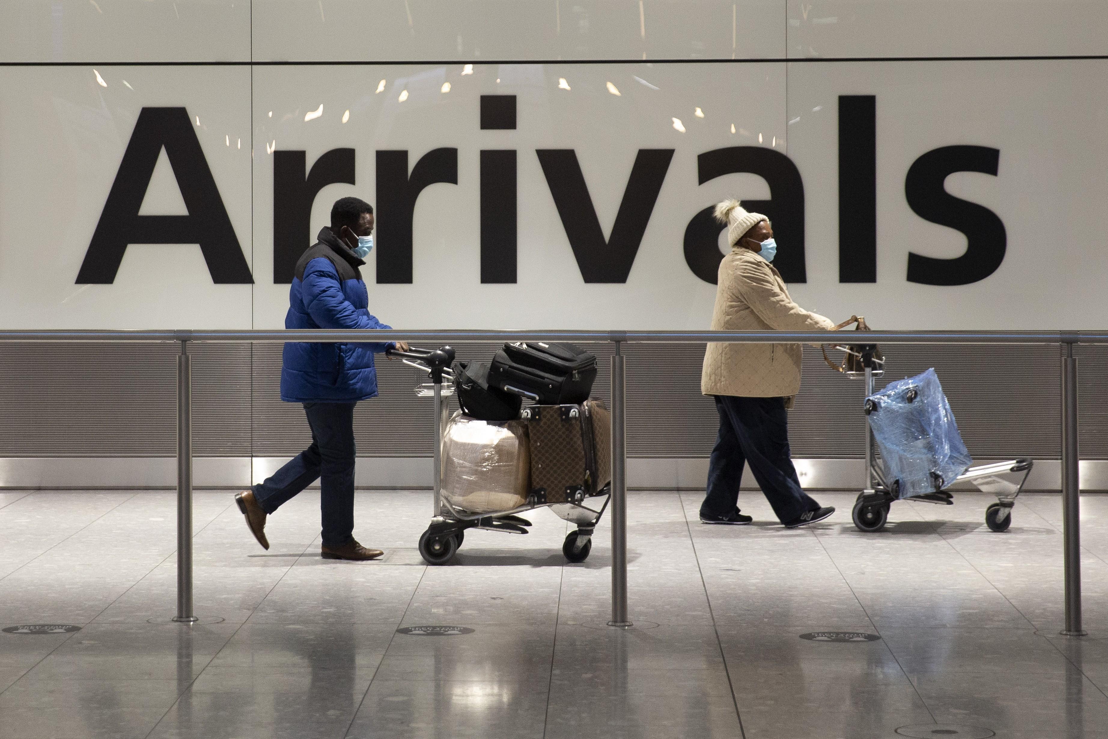 Reino Unido quer liberar viagens, mas está receoso com ricos, diz ministro