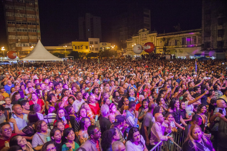 Novo decreto de João Pessoa amplia capacidade para 70% em bares e celebrações religiosas