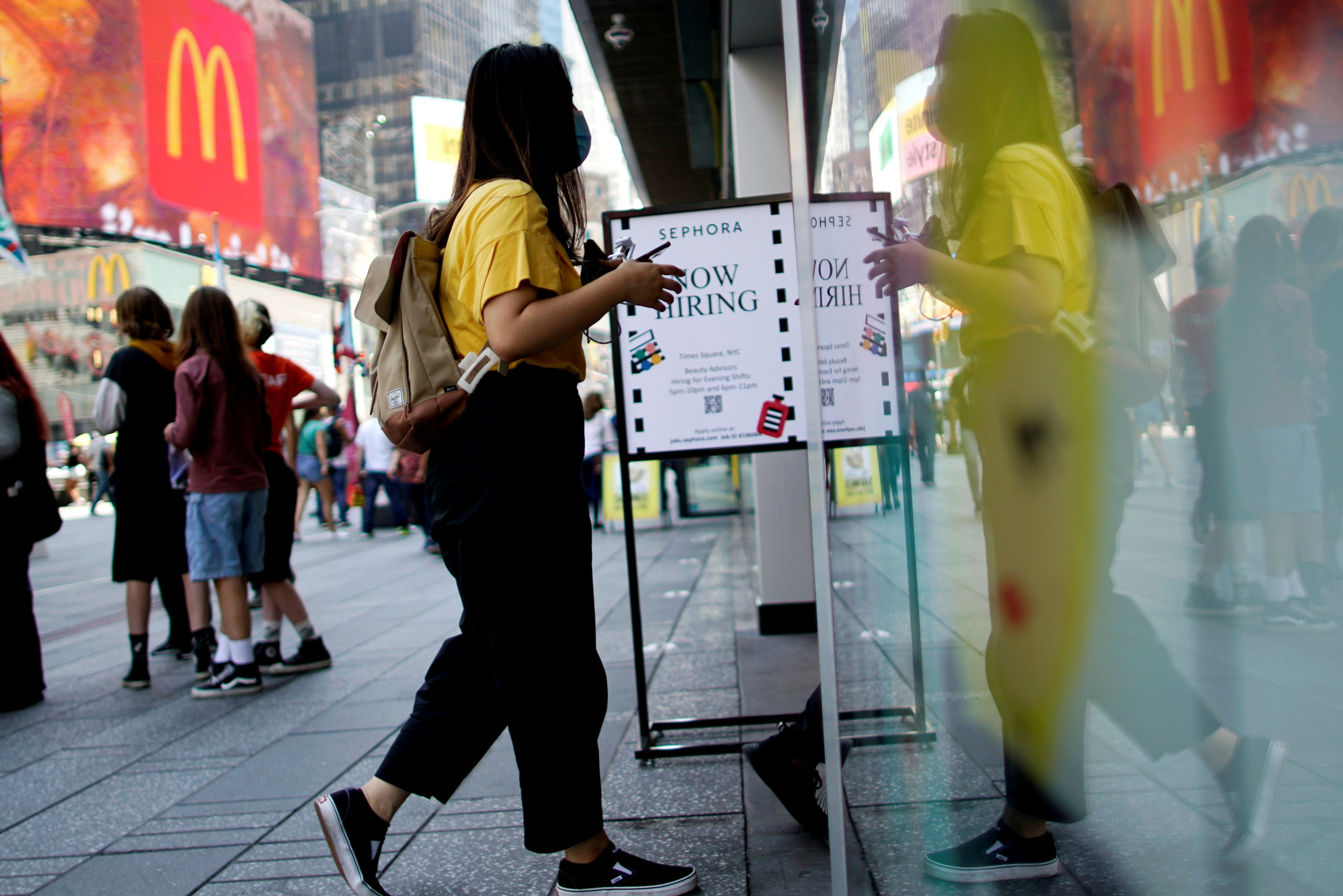 Empresas nos Estados Unidos procuram desesperadamente trabalhadores